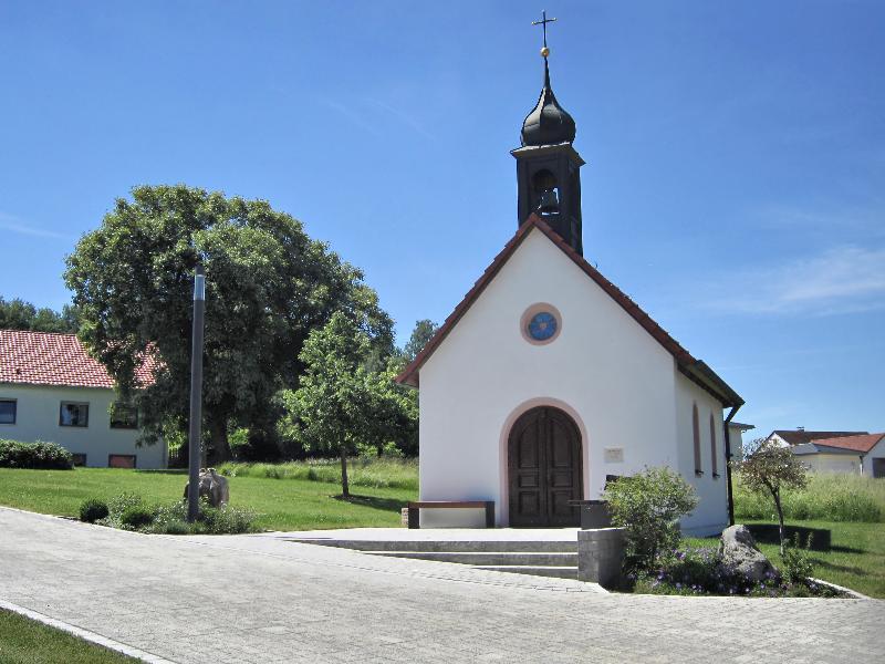 Kapelle nach Renovierung Dorfplatz